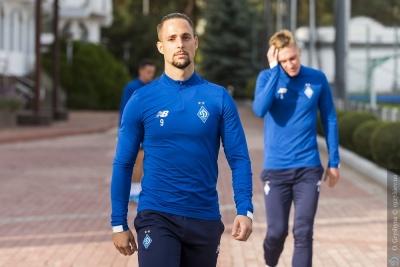 Легионеры киевского «Динамо» поддерживают форму с помощью йоги