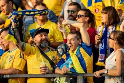 На матчі Україна – Нігерія вболівальники вивісили банер: «УЄФА, «Дніпро-1» – афера Коломойського»