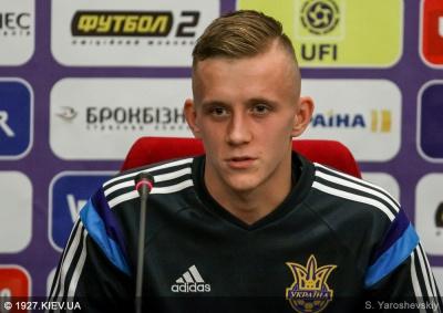 Петряк визнаний кращим футболістом України 2015 року в категорії U-21, Хльобас - другий