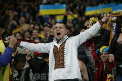 Офіційно! Українські вболівальники повертаються на трибуни