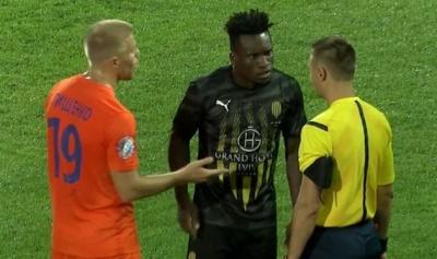 Форвард «Руха» Эрнест после удаления обвинил арбитра матча с «Мариуполем» в расизме