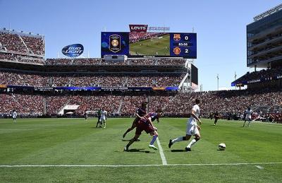 Як би виглядав європейський футбол, якби ним управляли американці