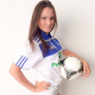 Вболівальниця «Динамо» підтримала акцію з обливання крижаною водою та кинула виклик трьом гравцям молодіжного складу «біло-синіх». ВІДЕО