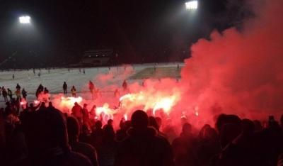 Після завершення матчу «Десна» - «Динамо» вболівальники масово вибігли на поле