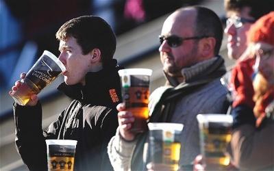УЄФА дозволив продаж алкоголю на матчах Ліги чемпіонів і Ліги Європи