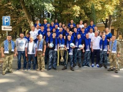 «Сегодня мы встретили настоящих героев Украины». Футболисты «Динамо» пообщались с освобожденнымы моряками