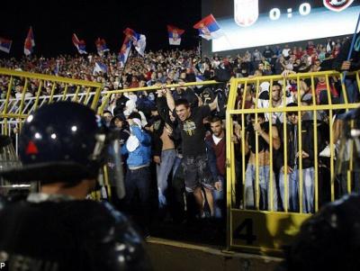 Серби вивісили прапор Росії з написом «Слава Путіну» на матчі з Албанією. ФОТО