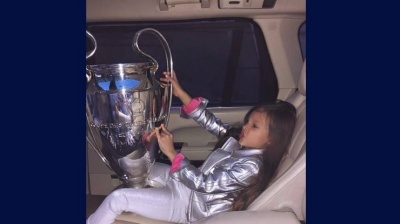 УЄФА прокоментував фото, на якому дочка Павелка грається з кубком Ліги чемпіонів