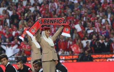 Стюардеси Emirates «провели інструктаж» перед матчем «Бенфіка» - «Спортінг»