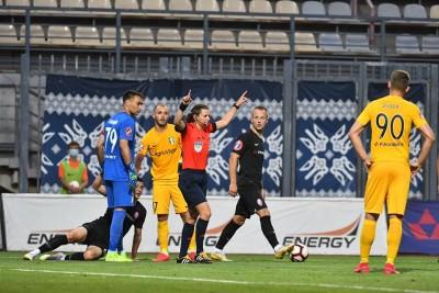 «Каті нічого робити у чоловічому футболі»: екс-арбітр ФІФА знищив Монзуль і Романова за «тупі рішення» проти «Зорі»