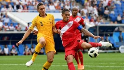 Франція ділить очки із Данією і виходить з першого місця в 1/8, Австралія програє Перу і обидві команди покидають ЧС