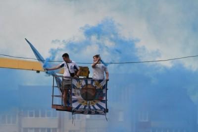 На заборах и на автовышках. Как фанаты поддерживали «Динамо» в Чернигове