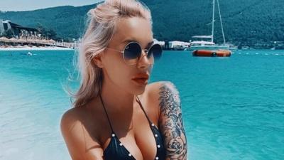 Жена Морозюка сделала интересную татуировку груди