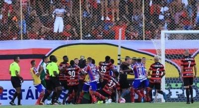 Матч у Бразилії завершився масовою бійкою з 9-ма вилученнями