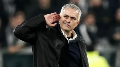 «Манчестер Юнайтед» уволил Жозе Моуринью