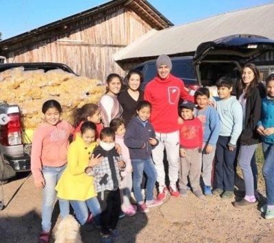 Дерліс Гонсалес допоміг малозабезпеченим дітям в Парагваї