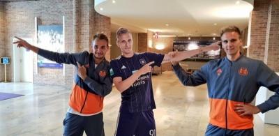 Фанат прийшов на автограф-сесію Теодорчика і Макаренка з футболкою «Динамо»