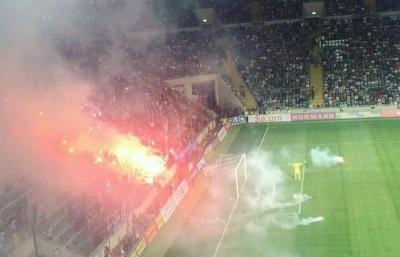 «Поверніть ненависть у футбол!». Що спровокувало агресію фанатів на Суперкубку в Одесі?