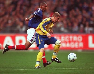 Сегодня Франция и Украина должны были провести товарищеский матч. 21 год тому назад они играли в этот же день