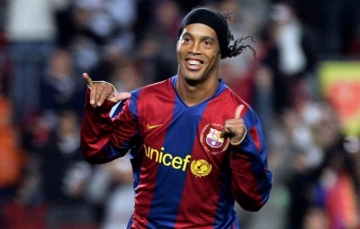 Роналдінью та ще топ-8 вільних агентів, які можуть стати тимчасовою заміною Дембеле у «Барселоні» – версія Goal.com