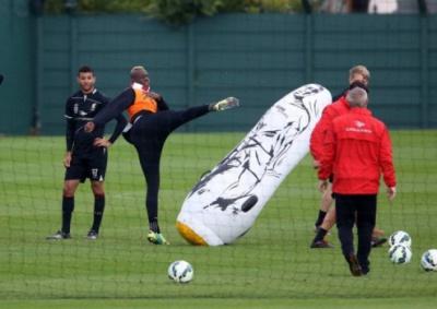 Балотеллі поховав кар'єру в «Ліверпулі» після голу у свої ворота з центру поля