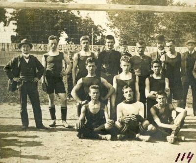 Українці починають грати у футбол: 110 років тому