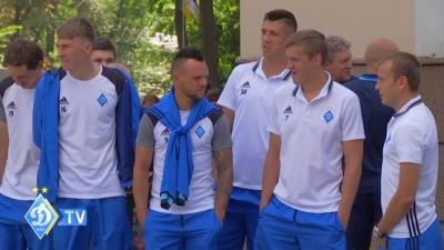 Динамівці прогулялися Харковом перед матчем із «Шахтарем»