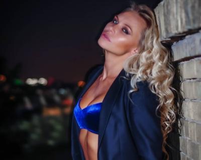 Сексуальная блондинка, которая торгует оружием и занимается восточными танцами. Как выглядит дочь Виктора Леоненко