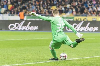 Коваль зберіг ворота сухими у дебютному матчі за «Аль-Фатех»