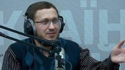 «Ви реально вважаєте футболістів розумово неповноцінними, нездатними засвоїти українську мову?», – журналіст
