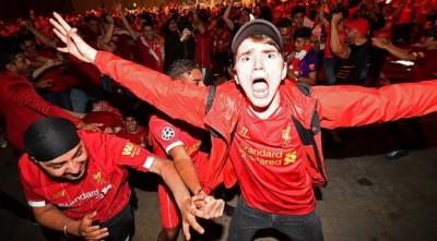 Фанати «Ліверпуля» перетворили околиці Енфілда на смітник – неприємні наслідки святкувань чемпіонства