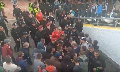 Вболівальники вінницької «Ниви» побили арбітра прямо на полі