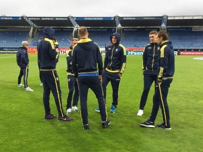 Національна команда вже прибула на стадіон «Лейгардальсведлюр»!