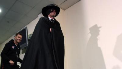 Фонсека виконав обіцянку та прийшов на прес-конференцію в масці Зорро