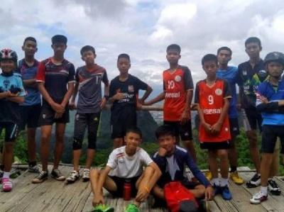 Заблукалу в печері футбольну команду знайшли аж на десятий день