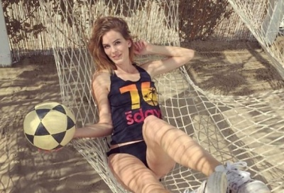 Твіттеріада. Суркіса жорстко затролили, а оголена модель сексуально пестить м'яч – її вибір не сподобався б Шевченку